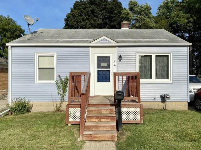 1839 Fletcher, Lansing, MI 48910 (MLS #249288) :: Real Home Pros
