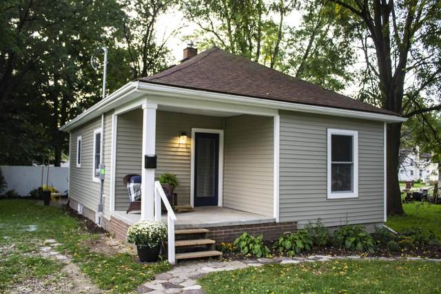 210 Ledge Street, Grand Ledge, MI 48837 (MLS #249812) :: Real Home Pros