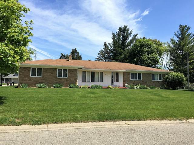 207 Chanticleer Trail, Lansing, MI 48917 (MLS #250974) :: Real Home Pros