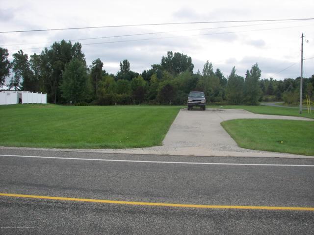 2448 E Vermontville Highway, Charlotte, MI 48813 (MLS #229892) :: Real Home Pros