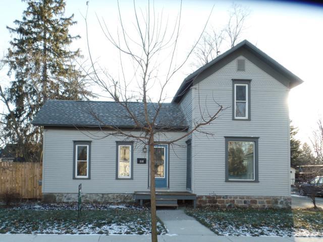 318 E Middle Street, Williamston, MI 48895 (MLS #233229) :: Real Home Pros