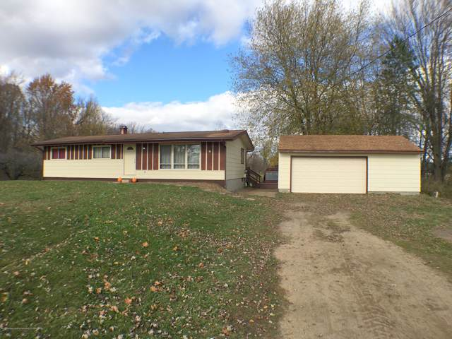 2235 E Five Point, Charlotte, MI 48813 (MLS #242318) :: Real Home Pros