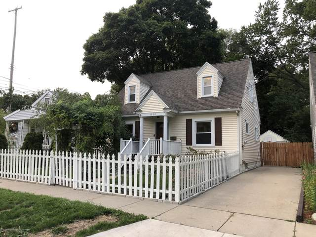 1032 Smith Avenue, Lansing, MI 48910 (MLS #249736) :: Real Home Pros