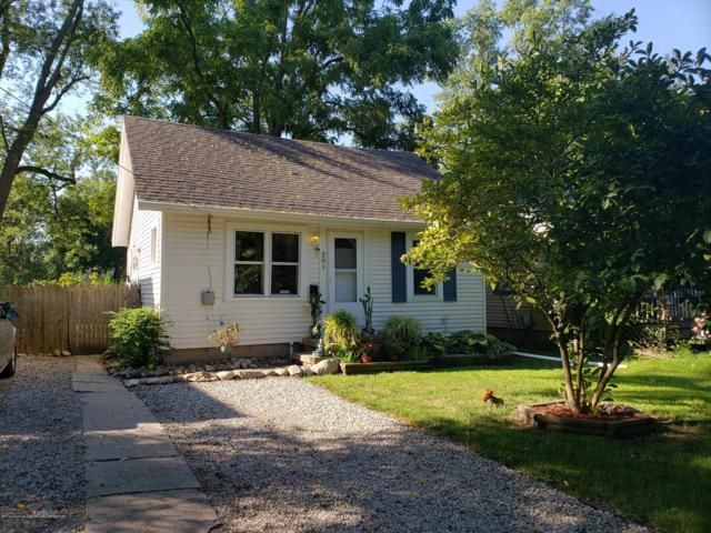 201 Astor Avenue, Lansing, MI 48910 (MLS #230215) :: Real Home Pros