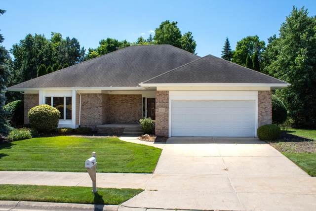 6074 E Longview Drive, East Lansing, MI 48823 (MLS #244141) :: Real Home Pros