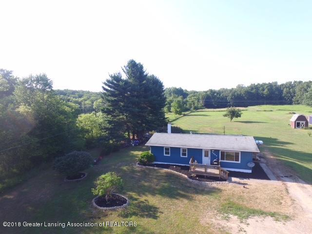5862 Plains Road, Eaton Rapids, MI 48827 (MLS #228315) :: Real Home Pros