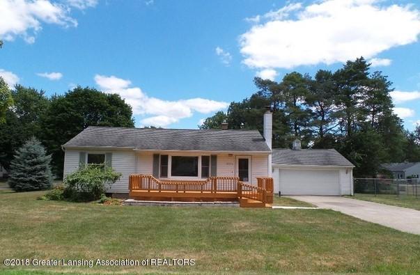 15755 Greenway Drive, Lansing, MI 48906 (MLS #228799) :: Real Home Pros