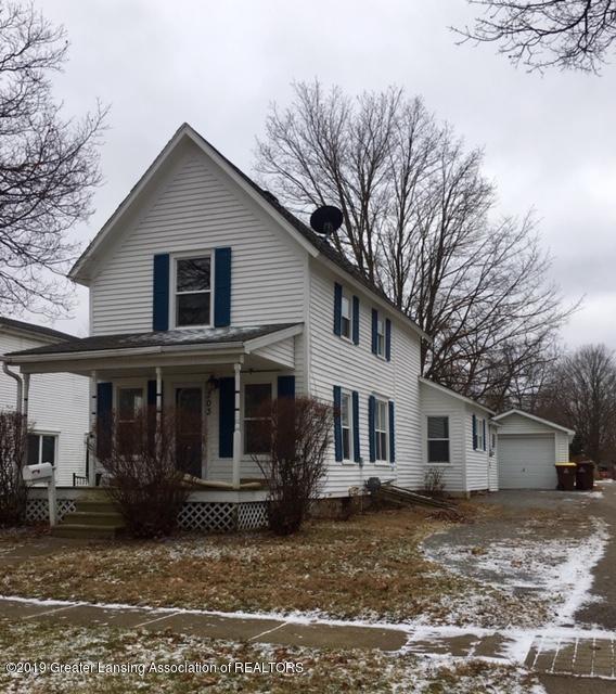 203 Broad, Eaton Rapids, MI 48827 (MLS #233223) :: Real Home Pros