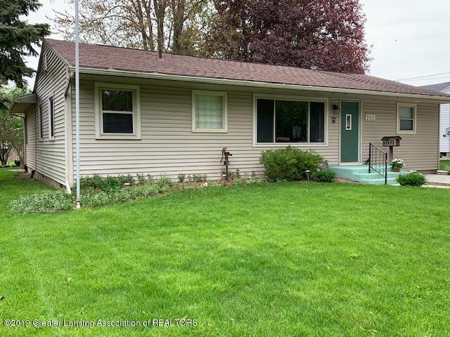 703 S Swegles Street, St. Johns, MI 48879 (MLS #236687) :: Real Home Pros