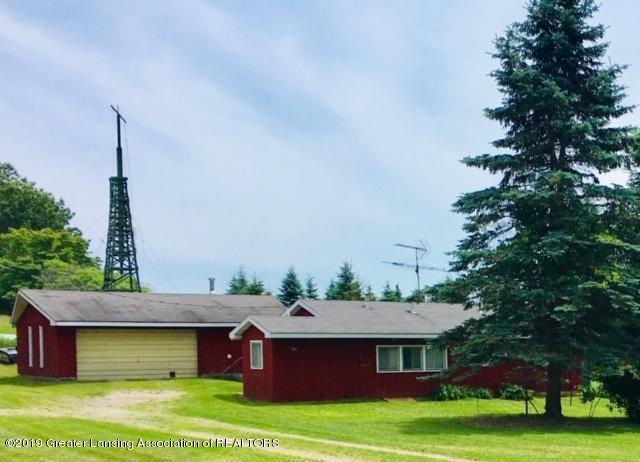 10750 N Miles Road, Six Lakes, MI 48886 (MLS #238355) :: Real Home Pros