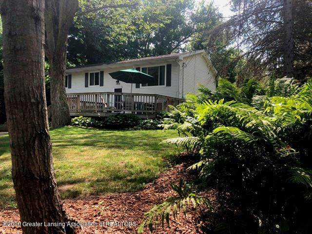 6676 Crestview Drive, Laingsburg, MI 48848 (MLS #248158) :: Real Home Pros