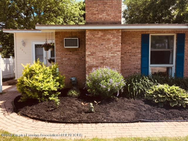 2913 Lafayette Avenue, Lansing, MI 48906 (MLS #224965) :: Real Home Pros