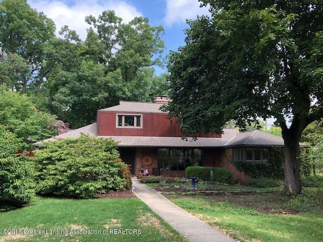 716 Wildwood Drive, East Lansing, MI 48823 (MLS #230146) :: Real Home Pros