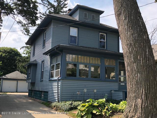 1924 Roberts Lane, Lansing, MI 48910 (MLS #228884) :: Real Home Pros