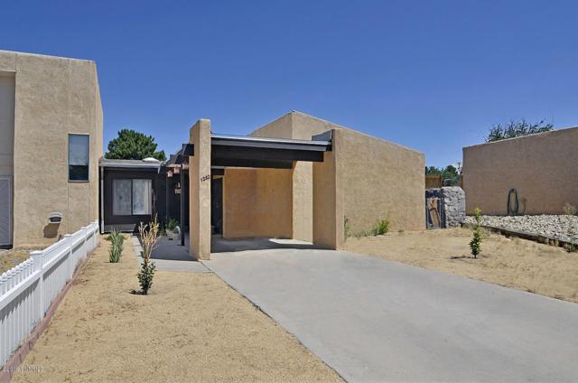 1282 N Willow Street, Las Cruces, NM 88001 (MLS #1901709) :: Arising Group Real Estate Associates