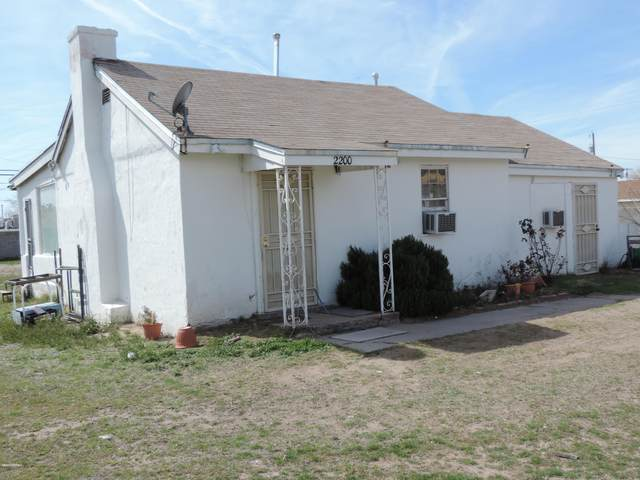 2200 S Solano Drive, Las Cruces, NM 88001 (MLS #2000735) :: Better Homes and Gardens Real Estate - Steinborn & Associates
