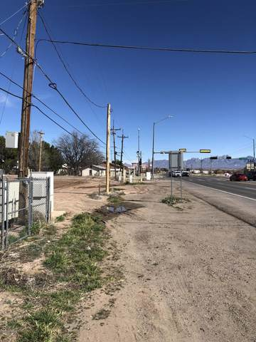 4560 W Picacho Avenue, Las Cruces, NM 88007 (MLS #2002727) :: Better Homes and Gardens Real Estate - Steinborn & Associates