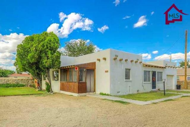 1325 Nosotros Lane, Las Cruces, NM 88005 (MLS #1703236) :: Steinborn & Associates Real Estate