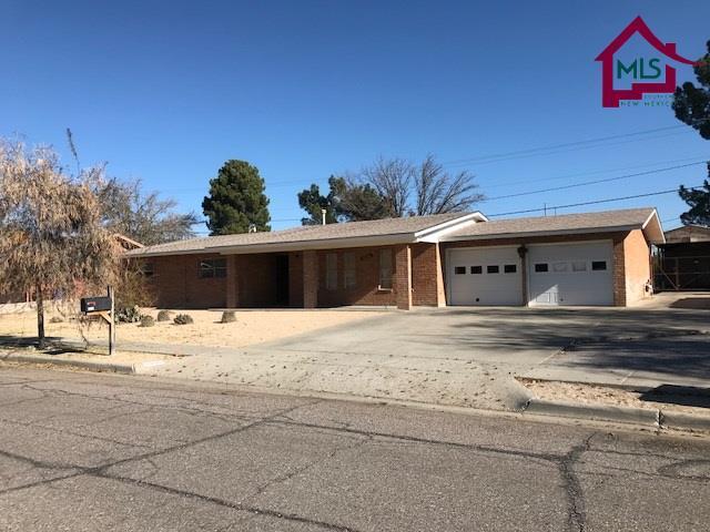 2806 Devendale Drive, Las Cruces, NM 88005 (MLS #1703472) :: Steinborn & Associates Real Estate