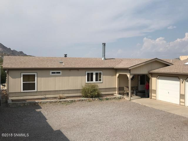 2055 Rincon De Amigos Road, Las Cruces, NM 88012 (MLS #1806969) :: Austin Tharp Team