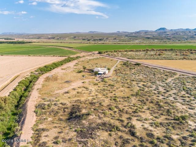 805 E County Road 008, Rincon, NM 87940 (MLS #1808123) :: Austin Tharp Team
