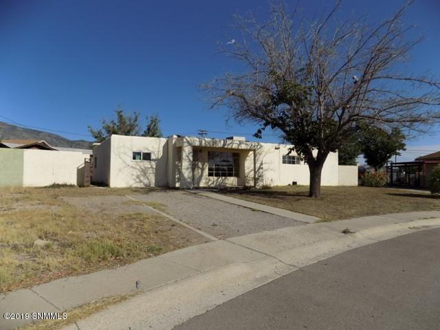 1726 Monte Vista Corte, Alamogordo, NM 88310 (MLS #1901815) :: Steinborn & Associates Real Estate