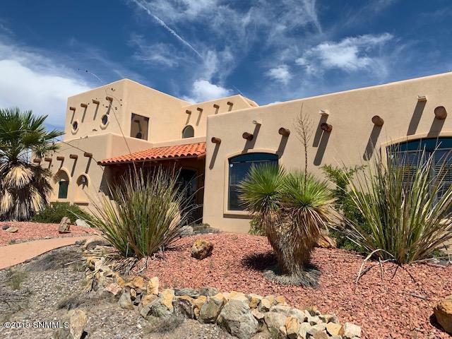 7146 Camino Blanco, Las Cruces, NM 88007 (MLS #1902356) :: Steinborn & Associates Real Estate