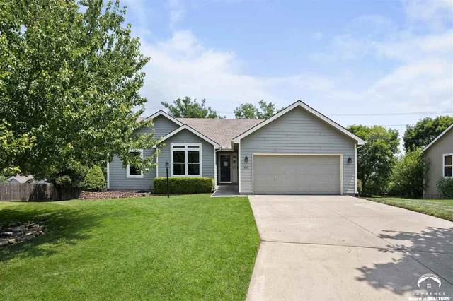 628 N Stonegate, LAWRENCE, KS 66049 (MLS #154714) :: Stone & Story Real Estate Group