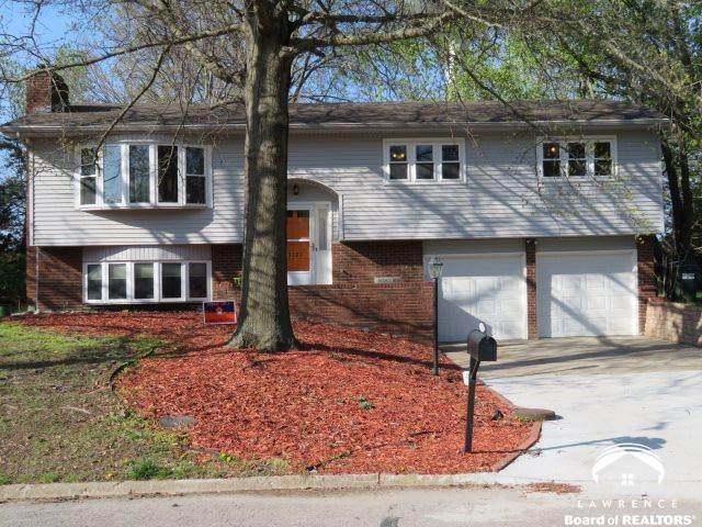 3527 W 5th, LAWRENCE, KS 66049 (MLS #153773) :: Stone & Story Real Estate Group