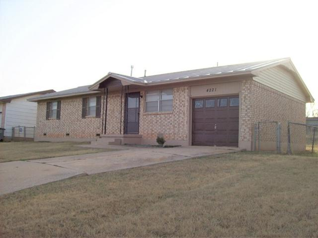 4221 SW Summit Ave, Lawton, OK 73505 (MLS #147028) :: Pam & Barry's Team - RE/MAX Professionals