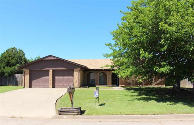 7507 SW Forest Ave, Lawton, OK 73505 (MLS #149764) :: Pam & Barry's Team - RE/MAX Professionals