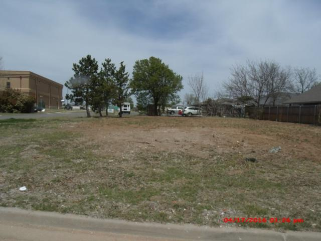 7209 NW Maple Dr, Lawton, OK 73505 (MLS #150416) :: Pam & Barry's Team - RE/MAX Professionals