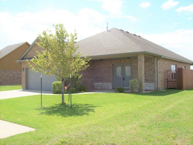 8004 SW Powell Ct, Lawton, OK 73505 (MLS #150641) :: Pam & Barry's Team - RE/MAX Professionals