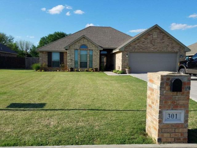 301 NW Creekside Dr, Cache, OK 73527 (MLS #151457) :: Pam & Barry's Team - RE/MAX Professionals