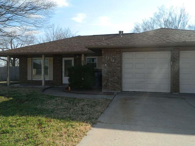 7304 NW Andrews Ave, Lawton, OK 73505 (MLS #152360) :: Pam & Barry's Team - RE/MAX Professionals