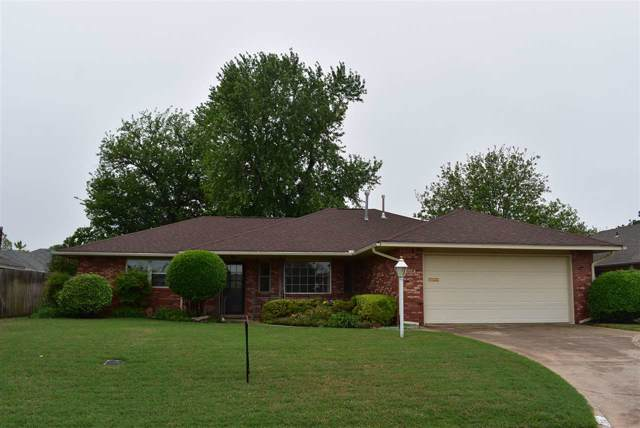 304 NW Tanglewood Ln, Lawton, OK 73505 (MLS #153289) :: Pam & Barry's Team - RE/MAX Professionals