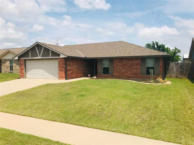 218 SE Heather Ln, Lawton, OK 73501 (MLS #153908) :: Pam & Barry's Team - RE/MAX Professionals