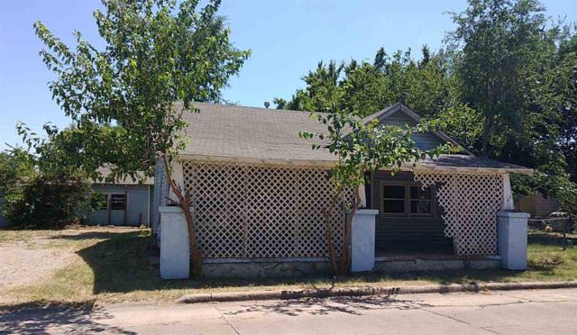 2504 SW J Ave, Lawton, OK 73505 (MLS #153943) :: Pam & Barry's Team - RE/MAX Professionals
