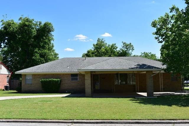1926 NW Columbia Ave, Lawton, OK 73507 (MLS #155320) :: Pam & Barry's Team - RE/MAX Professionals