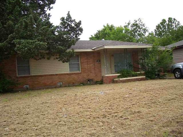 2610 NW Lindy Ave, Lawton, OK 73505 (MLS #155817) :: Pam & Barry's Team - RE/MAX Professionals