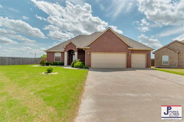 7706 SW Arnold Ct, Lawton, OK 73505 (MLS #155904) :: Pam & Barry's Team - RE/MAX Professionals