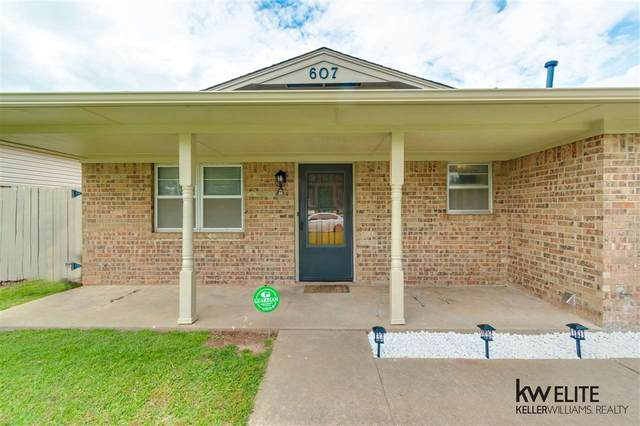 607 SE Mieling Dr, Lawton, OK 73501 (MLS #155985) :: Pam & Barry's Team - RE/MAX Professionals
