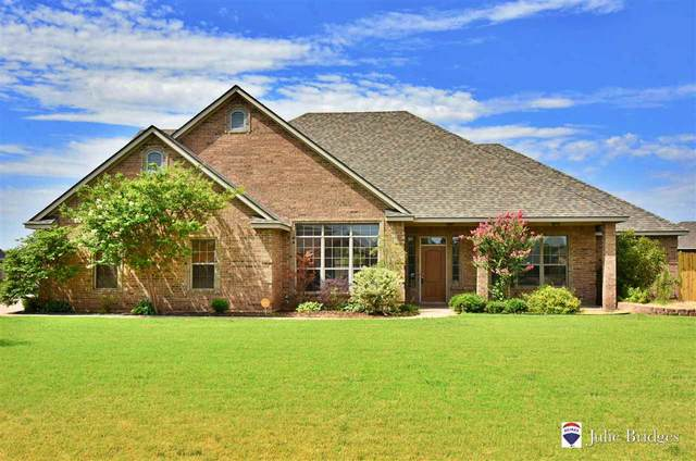 33 NW Shadow Lake Rd, Lawton, OK 73505 (MLS #156218) :: Pam & Barry's Team - RE/MAX Professionals