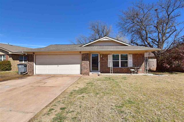 6423 NW Arrowhead Dr, Lawton, OK 73505 (MLS #157599) :: Pam & Barry's Team - RE/MAX Professionals