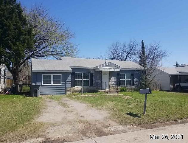 208 SW 24th St, Lawton, OK 73505 (MLS #157866) :: Pam & Barry's Team - RE/MAX Professionals