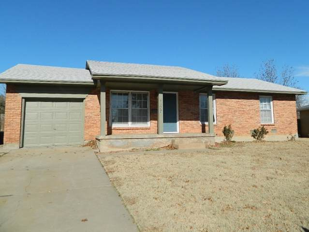4507 SW Atom Ave, Lawton, OK 73505 (MLS #154657) :: Pam & Barry's Team - RE/MAX Professionals