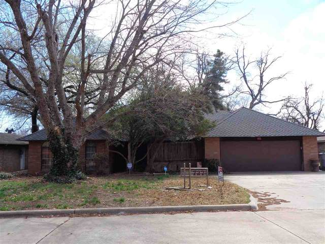727 NW Heinzwood Dr, Lawton, OK 73505 (MLS #157565) :: Pam & Barry's Team - RE/MAX Professionals
