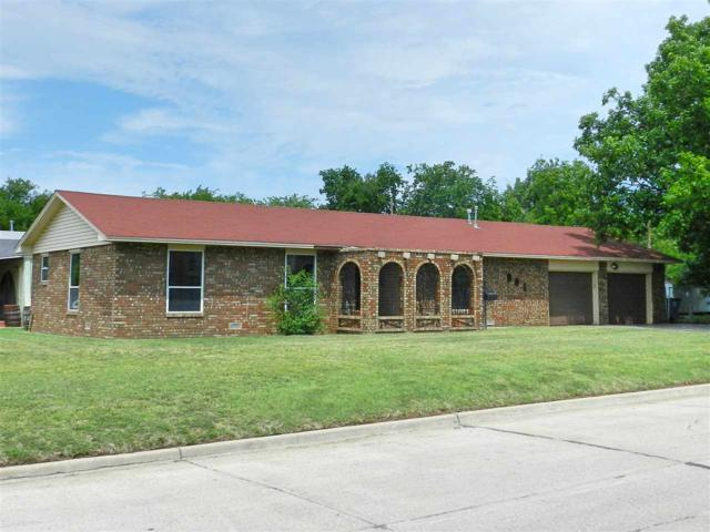 901 NW Columbia Ave, Lawton, OK 73507 (MLS #149712) :: Pam & Barry's Team - RE/MAX Professionals