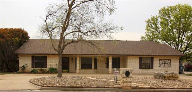 901 NW Micklegate Blvd, Lawton, OK 73505 (MLS #154916) :: Pam & Barry's Team - RE/MAX Professionals