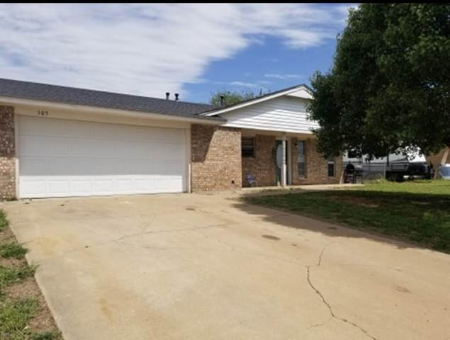 105 Mohawk Ave, Geronimo, OK 73543 (MLS #155516) :: Pam & Barry's Team - RE/MAX Professionals